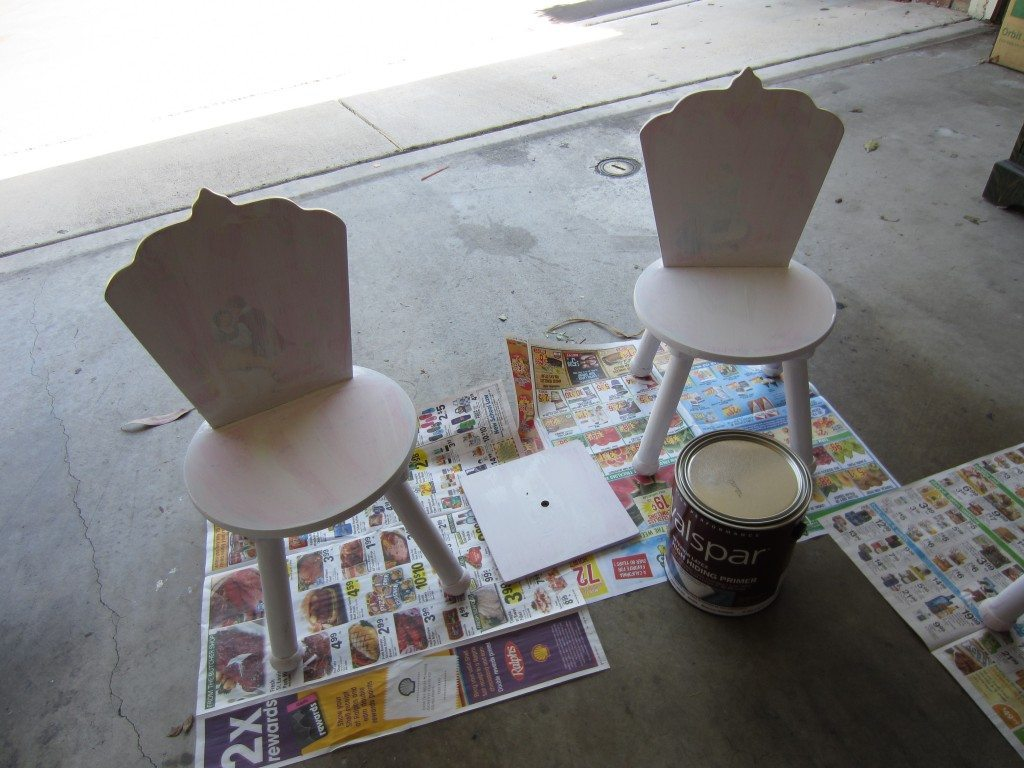 Chairs and lid with primer