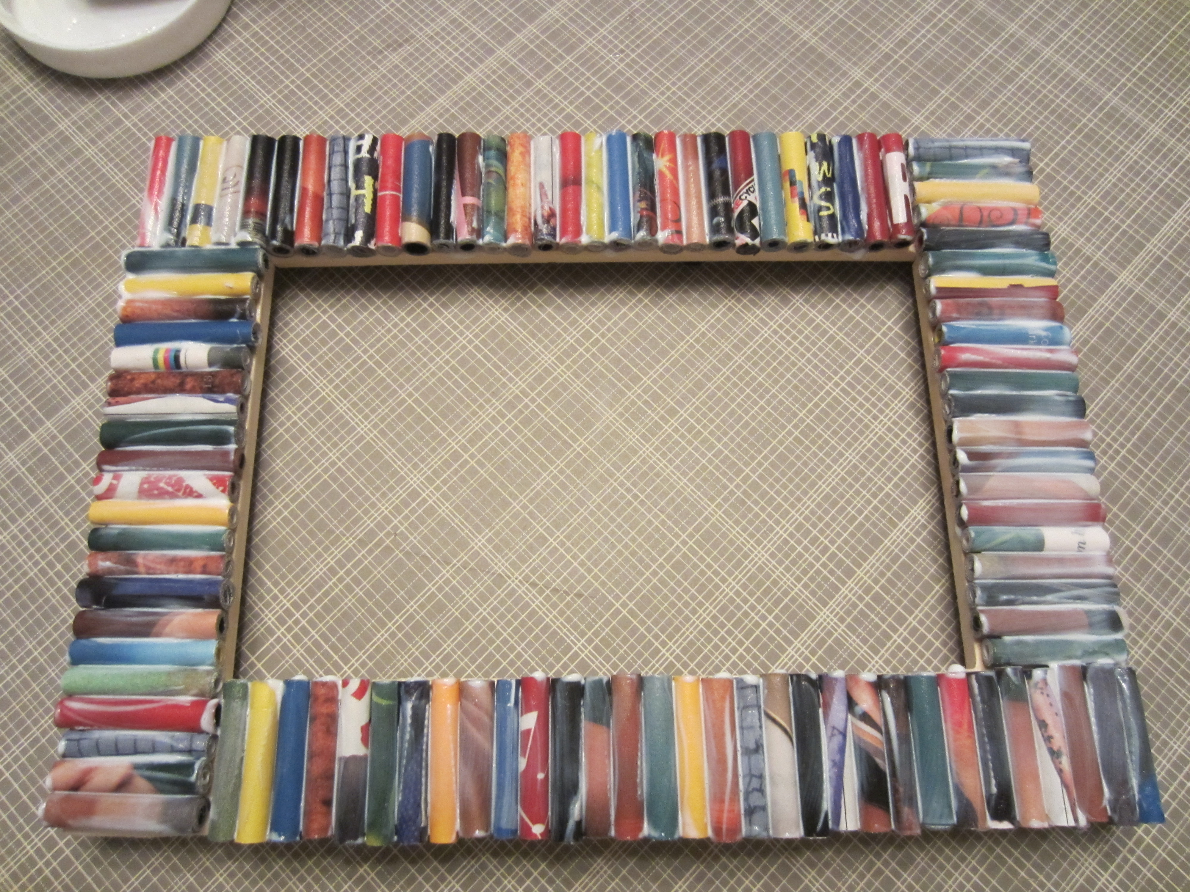 Recycled magazine frame diy inspired for Handmade picture frame ideas