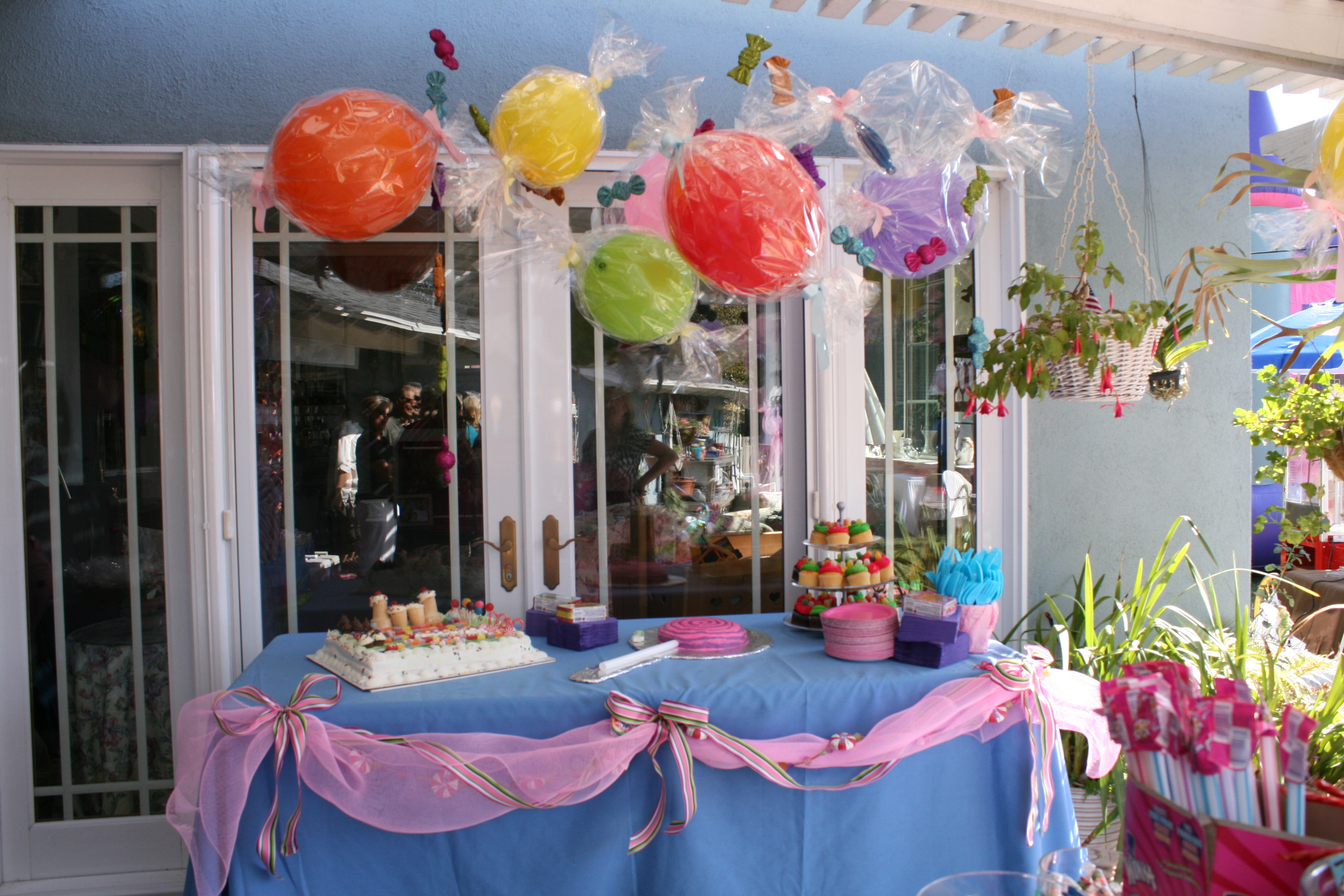 Hanging gum drops candyland party theme pinterest - Candyland party table decorations ...