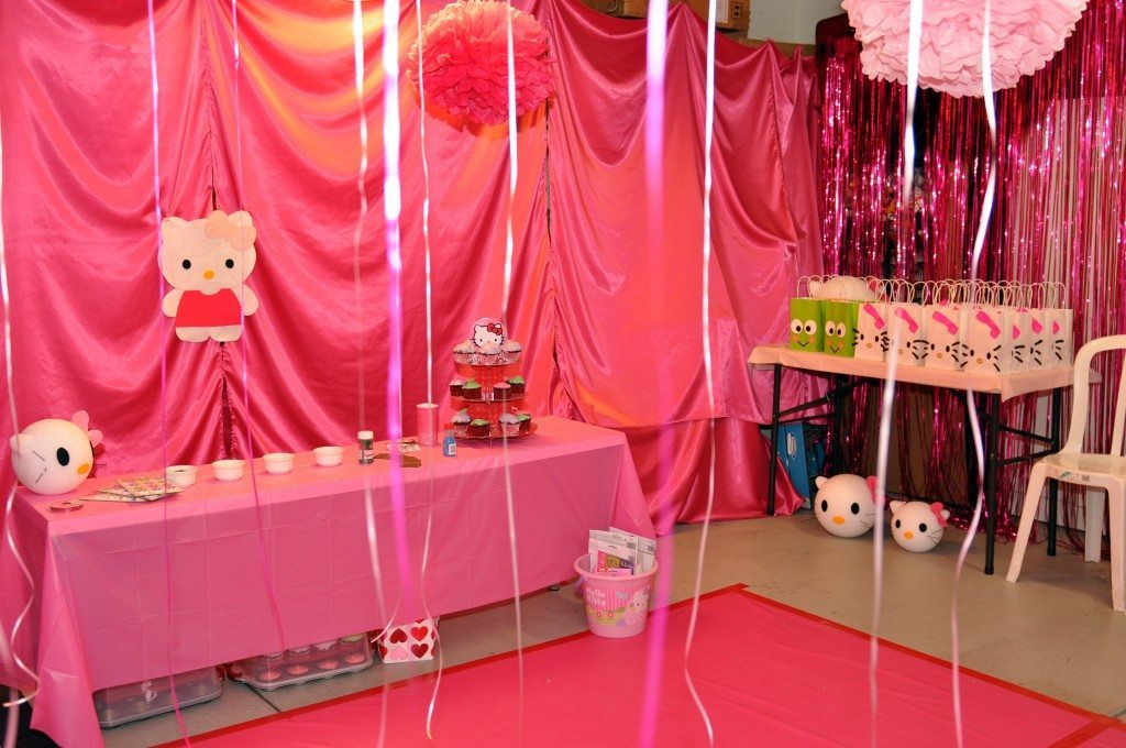 hello kitty themed party diy inspired. Black Bedroom Furniture Sets. Home Design Ideas