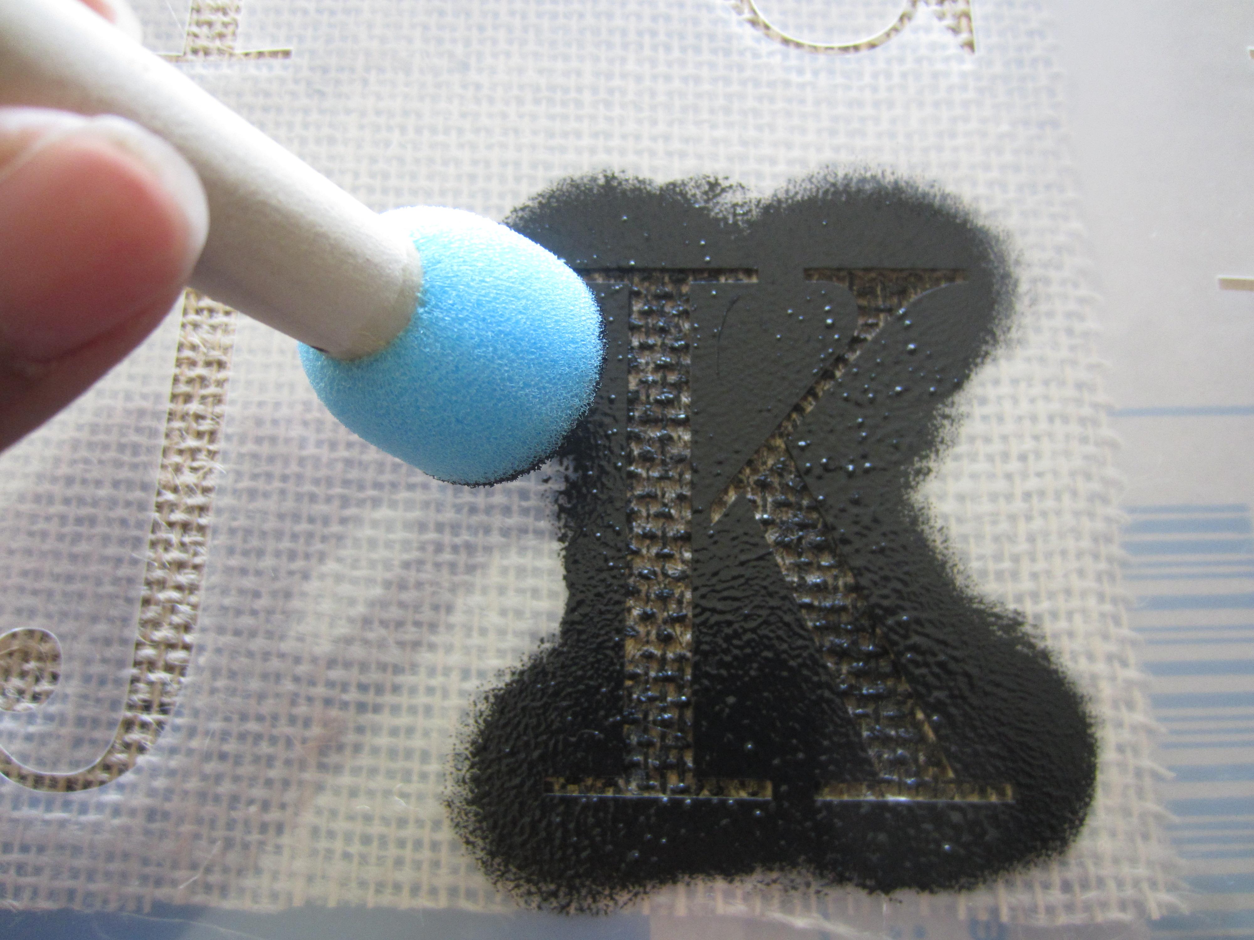 por alphabet stencil letters