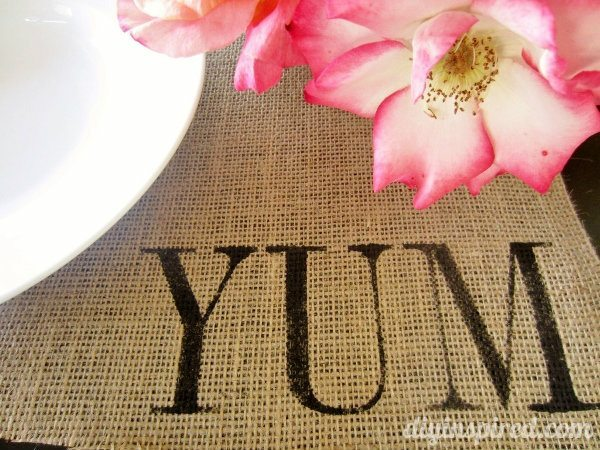 Burlap-Stenciled-Placemats-tutorial