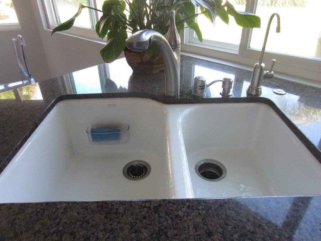 how to caulk your sink diy inspired. Black Bedroom Furniture Sets. Home Design Ideas