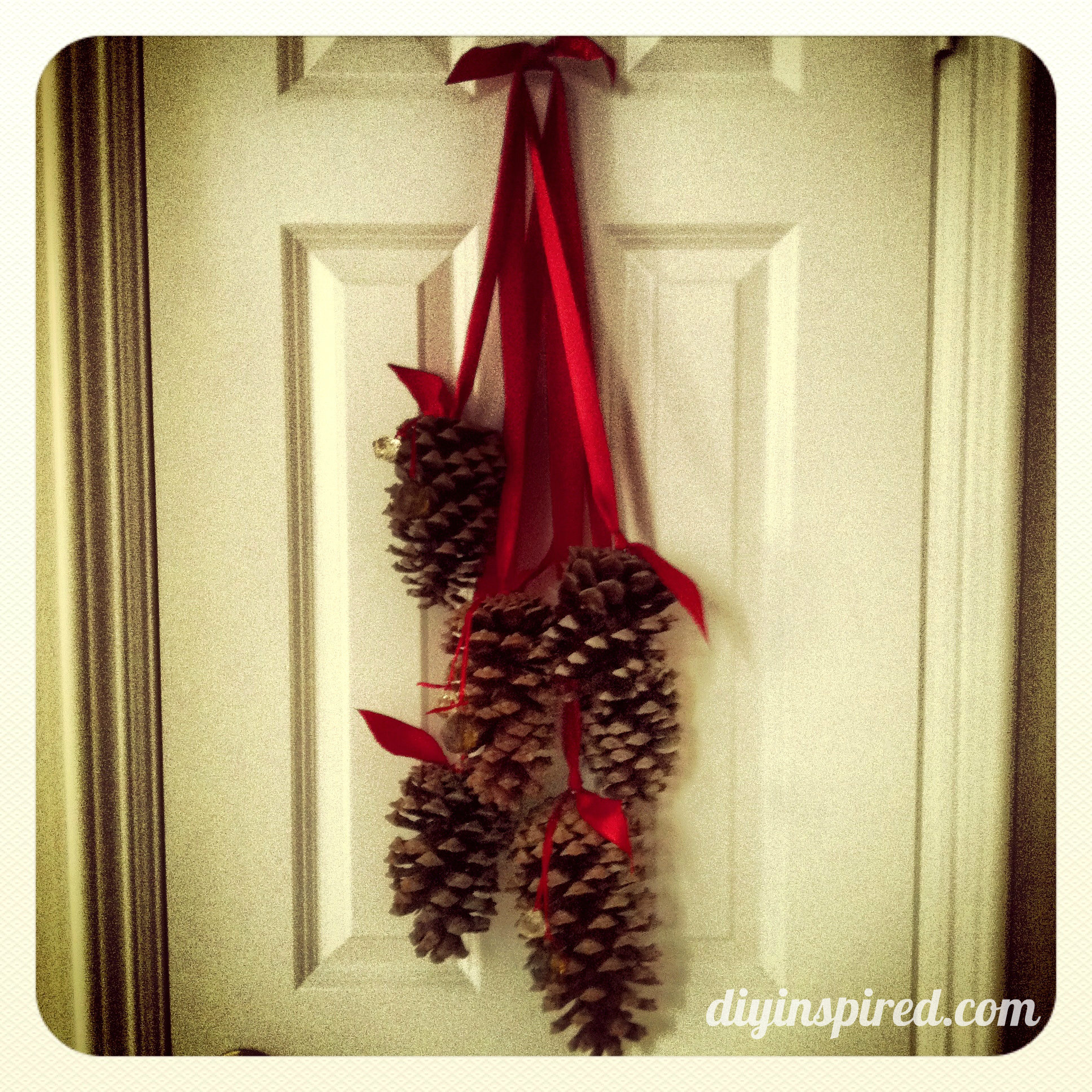 Two year blogaversary diy inspired Homemade christmas decorations using pine cones