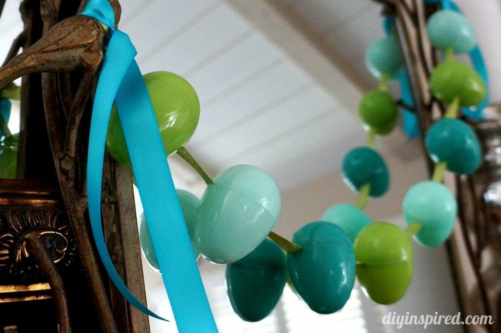 decorating-with-plastic-easter-eggs (3)