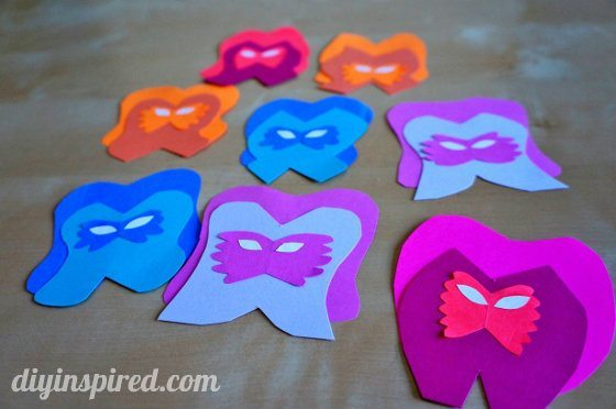alice-in-wonderland-paper-flowers-with-faces (4) (560x372)