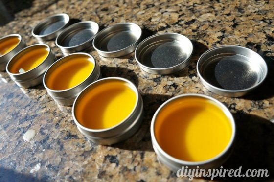 how-to-make-your-own-lip-balm (4)