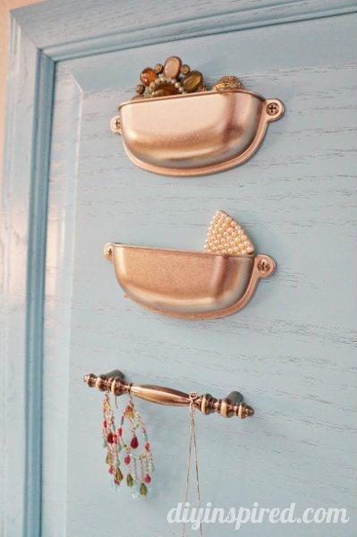 repurposed-cabinet-door-jewelry-organizer (2)