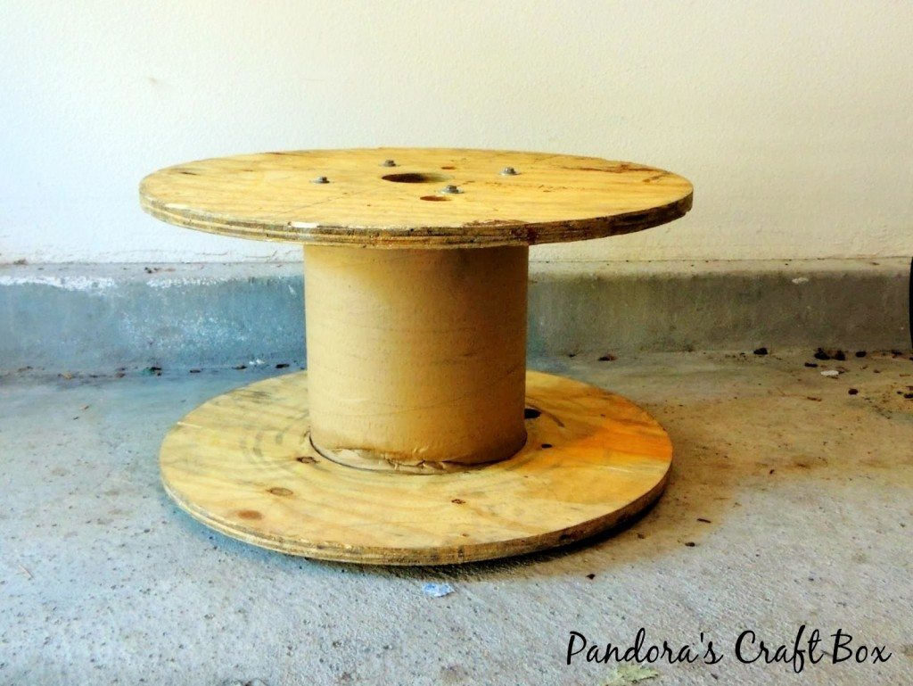 bookshelf-wooden-spool