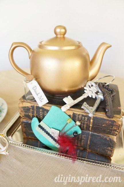 Vintage Mad Hatter Tea Party Tea Pots (1)