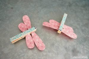 http://www.diyinspired.com/wp-content/uploads/2015/02/Dragonfly-Clothespin-Craft-for-Kids-300x199.jpg