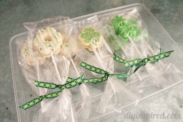 easy-st.patty's-day-cookie-pops