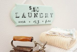 http://www.diyinspired.com/wp-content/uploads/2015/04/DIY-Wooden-Laundry-Room-Sign-300x201.jpg