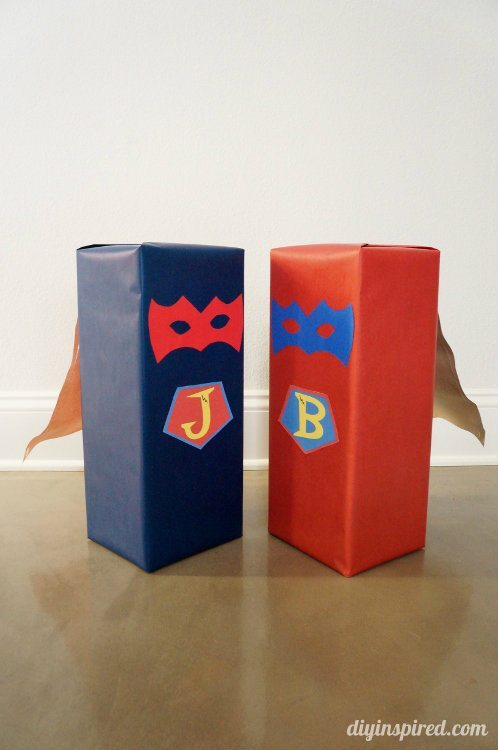 Superhero Gift Wrapping with Paper Cape (2)