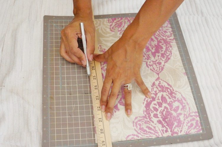 How to Cut Wallpaper