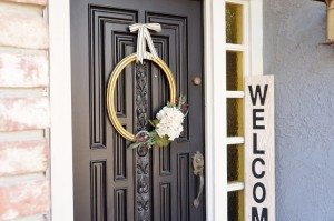 http://www.diyinspired.com/wp-content/uploads/2015/09/Thrift-Store-Frame-Makeover-for-Front-Door-Wreath-300x199.jpg