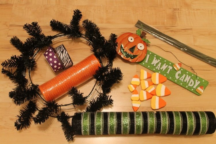 Festive Halloween Mesh Wreath Tutorial 1