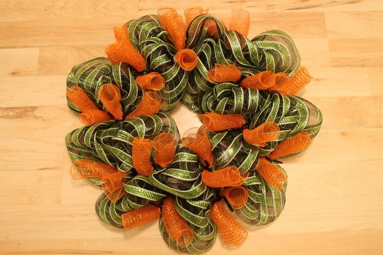 Festive Halloween Mesh Wreath Tutorial 7