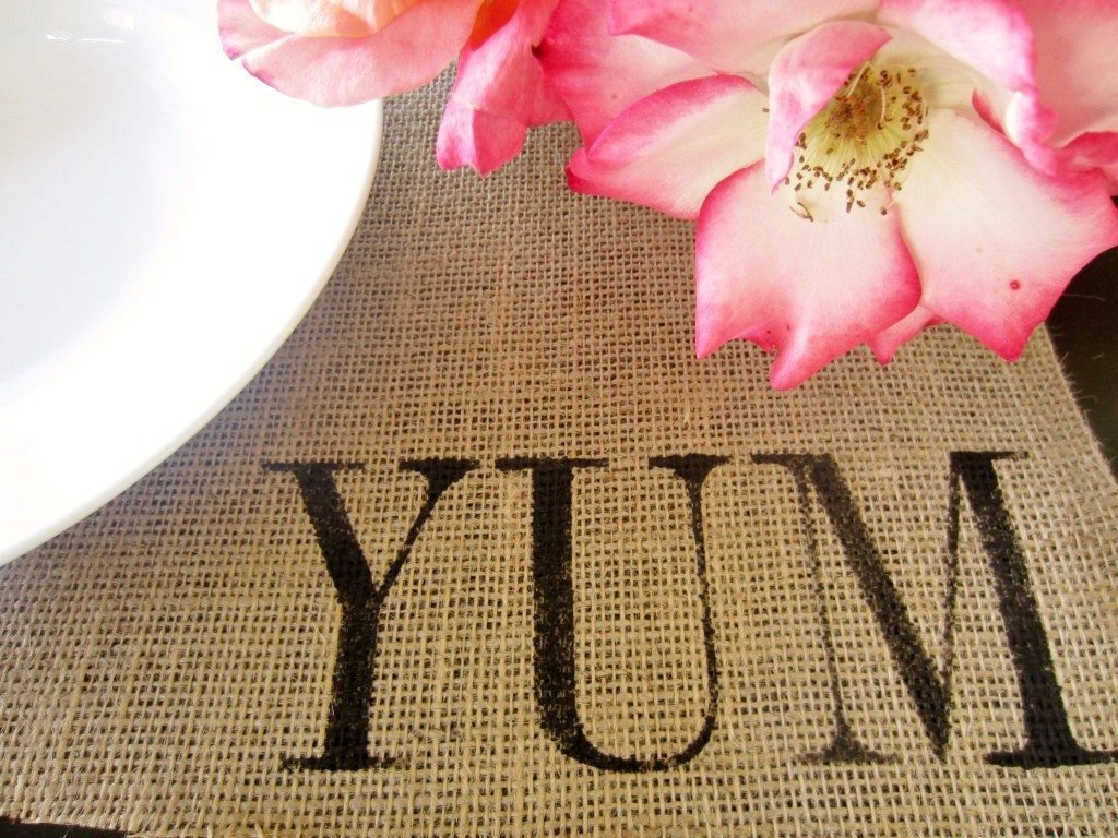 Burlap Stenciled Placemats for Thanksgiving