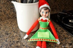 http://www.diyinspired.com/wp-content/uploads/2015/11/Elf-on-the-Shelf-Cooking-Apron-300x199.jpg