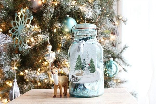 Upcycled christmas craft ideas diy inspired for What to fill mason jars with for christmas