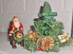 http://www.diyinspired.com/wp-content/uploads/2015/11/Upcycled-Vintage-Faucets-Christmas-Tree-300x223.jpg