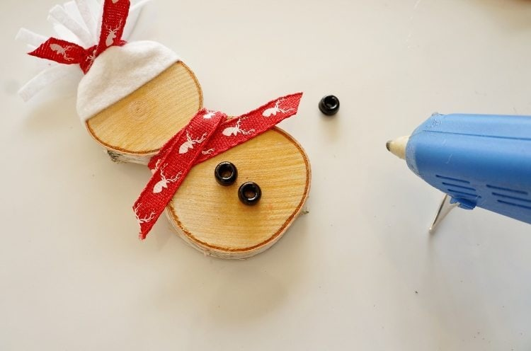 Wood Slice Snowman Craft Idea