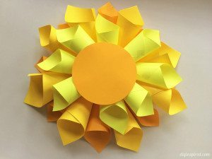 http://www.diyinspired.com/wp-content/uploads/2016/01/DIY-Paper-Dahlia-Flower-300x225.jpg