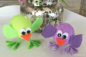 http://www.diyinspired.com/wp-content/uploads/2016/02/Plastic-Easter-Egg-Chicks-Craft-300x201.jpg