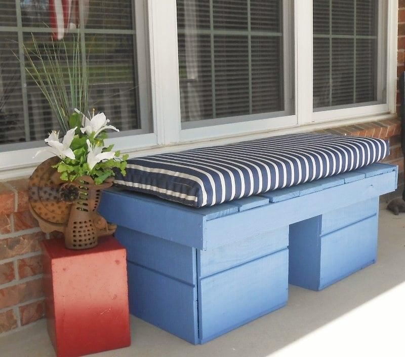 Repurposed Pallet Porch Bench DIY