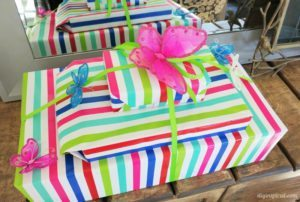 http://www.diyinspired.com/wp-content/uploads/2016/06/12-Clever-Gift-Wrapping-Ideas-300x202.jpg