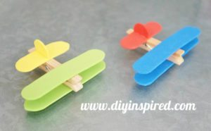 http://www.diyinspired.com/wp-content/uploads/2016/06/Airplane-Clothespin-Craft-4-300x186.jpg