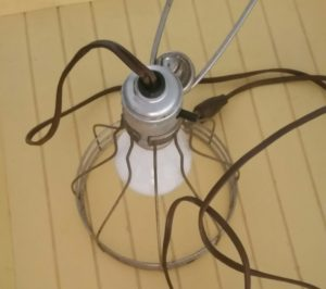http://www.diyinspired.com/wp-content/uploads/2016/07/Repurposed-Wire-Lamp-300x266.jpg