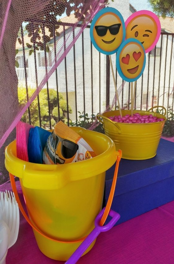 Emoji Birthday Party Decorations DIY Inspired