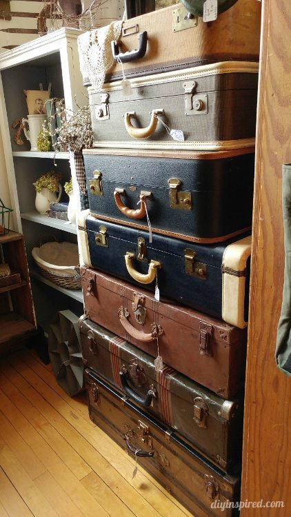 Repurposing ideas for vintage finds diy inspired - Repurposing old suitcasescreative ideas ...