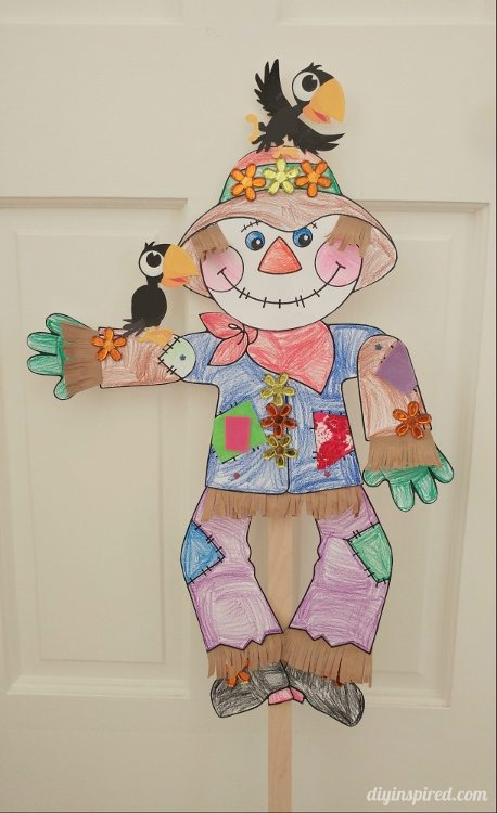 dancing-scarecrow-puppet-fall-craft-for-kids