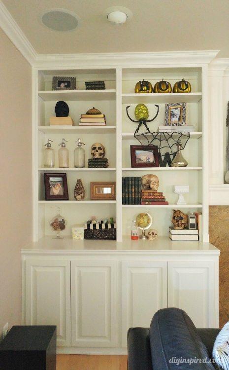halloween-decor-ideas-for-a-bookshelf