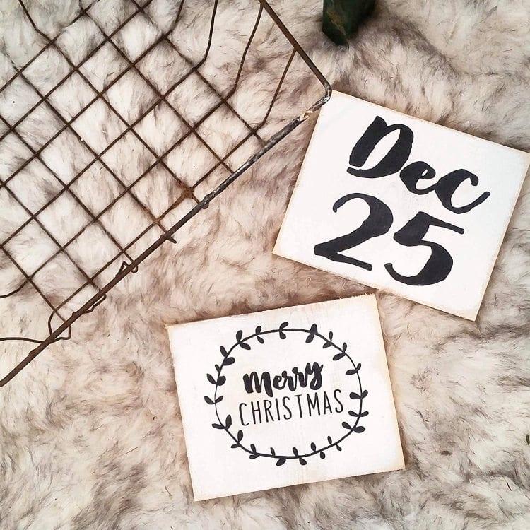 farmhouse-christmas-mini-block-signs