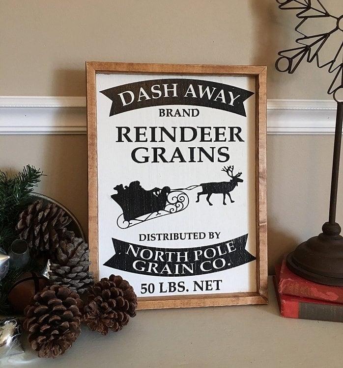 farmhouse-christmas-reindeer-sign