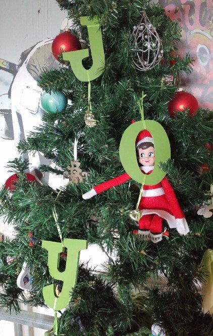 elf-on-the-shelf-ideas-christmas-tree