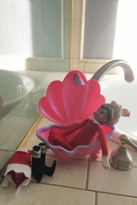 elf-on-the-shelf-ideas-taking-a-bath