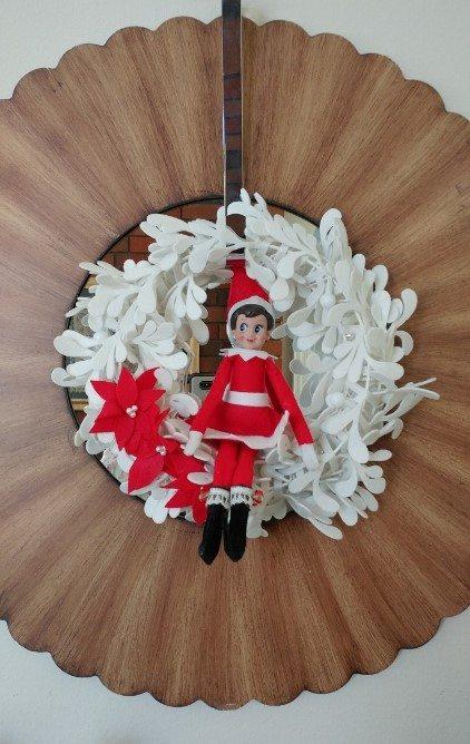 elf-on-the-shelf-ideas-wreath-1