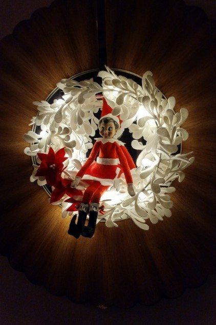 elf-on-the-shelf-ideas-wreath-2