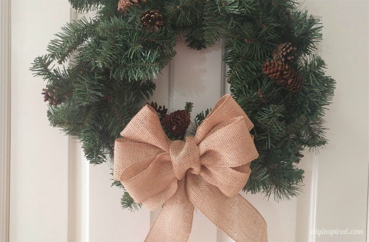 how-to-make-a-burlap-bow-for-a-tree-topper