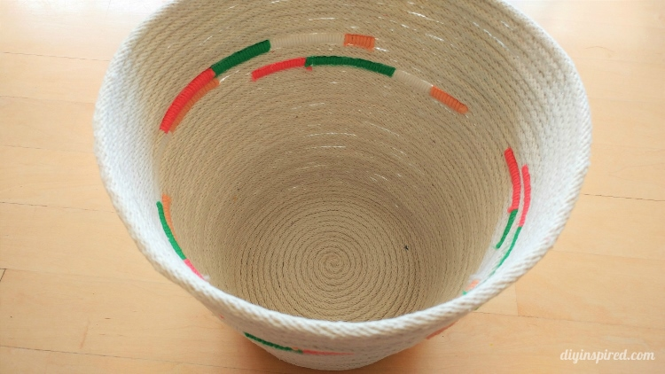 diy rope basket with yarn diy inspired. Black Bedroom Furniture Sets. Home Design Ideas