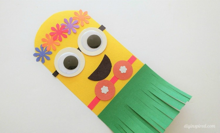 Hawaiian minion craft idea diy inspired for the flowers cut some out yourself use stickers or use a craft punch assemble the hawaiian minion to look like this using glue solutioingenieria Gallery