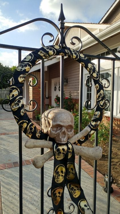 Halloween Decorating With Skeletons Diy Inspired