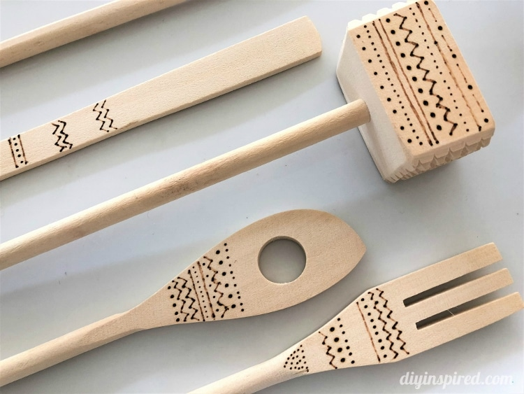 15 Minute DIY Gift Idea: Wood Burned Wooden Utensils